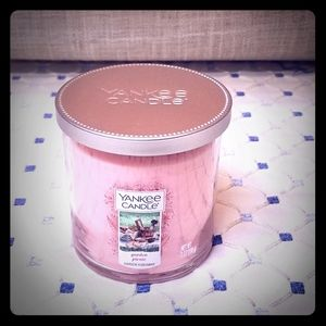 NEW Yankee Candle in Garden Picnic